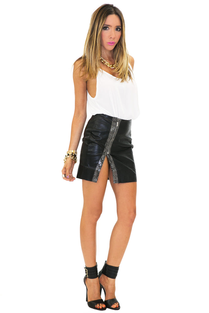 SNAKE VEGAN LEATHER ZIP SKIRT - Black