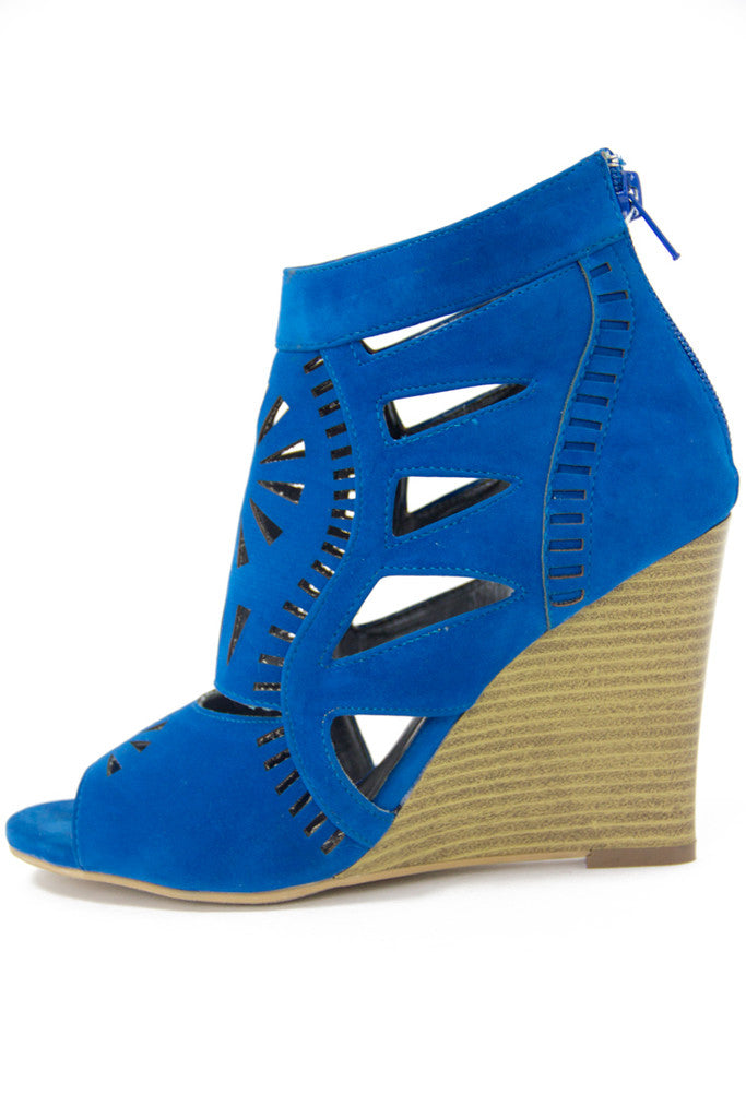 TRIBAL CUTOUT WEDGE - electric blue
