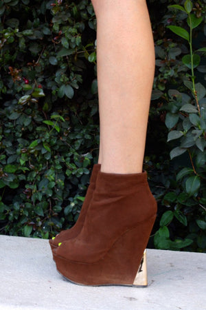 HALSTON WEDGE - Brown - Haute & Rebellious