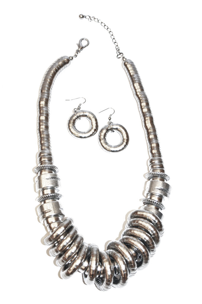 SILVER RINGS NECKLACE - Haute & Rebellious