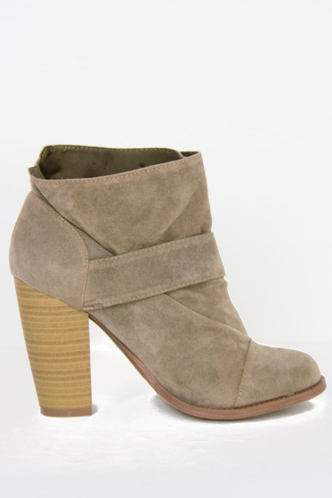 PETER ANKLE BOOT - Tan Suede