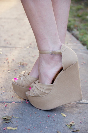 LISA WEDGE - Tan - Haute & Rebellious