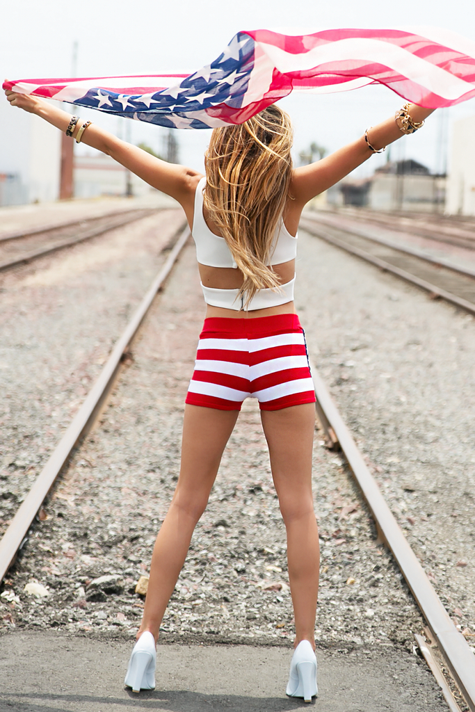 AMERICAN FLAG KNIT SHORTS - Haute & Rebellious
