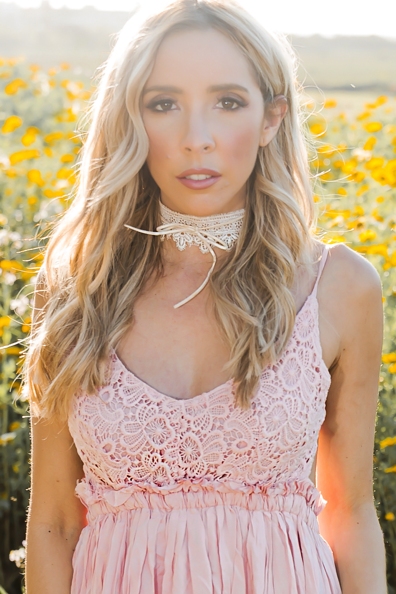 Bow-Tie & Lace Choker - White - Haute & Rebellious