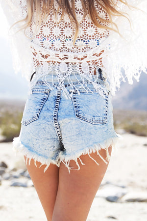 LIGHT ACID WASH HIGH WAISTED DENIM SHORTS - Haute & Rebellious