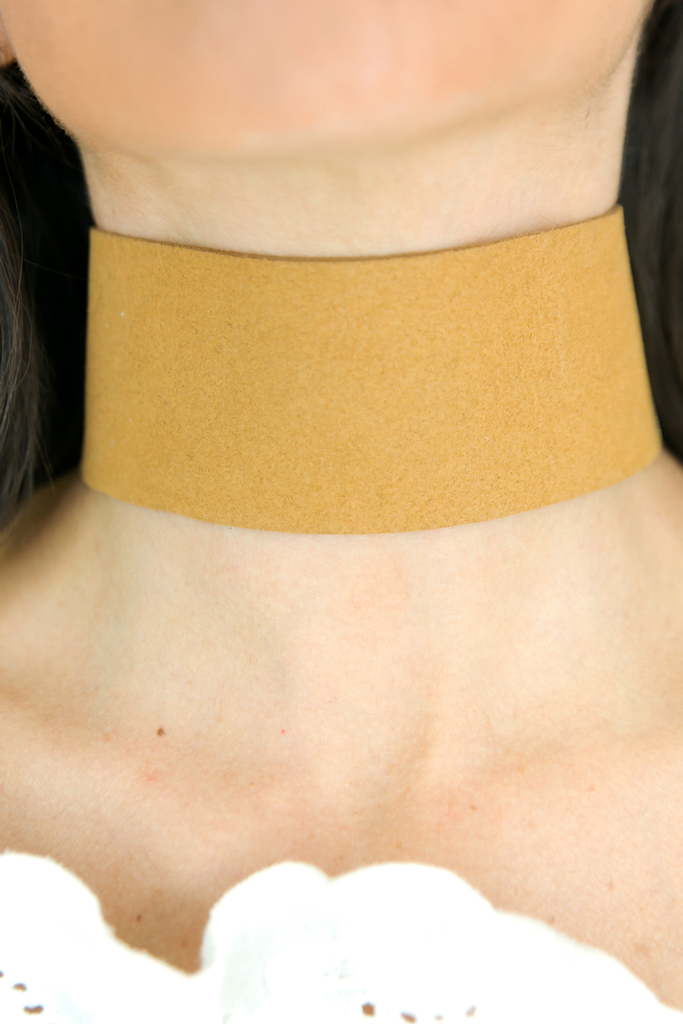 In the Thick of Things Choker- Camel