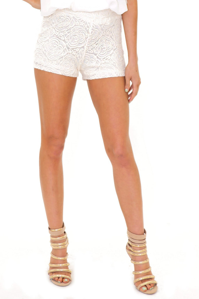 BELL FLOWER LACE SHORTS
