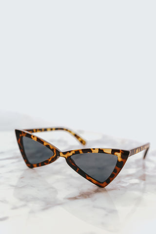 CAT EYE FRAME SUNGLASSES - Black/White