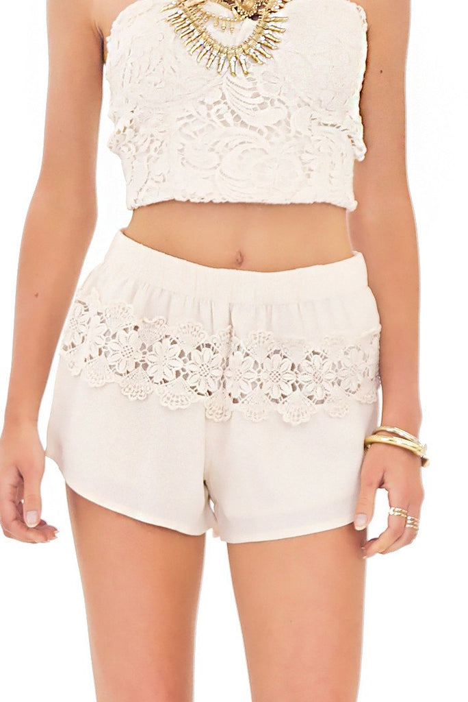 EMMA LACE DETAIL SHORTS - Natural