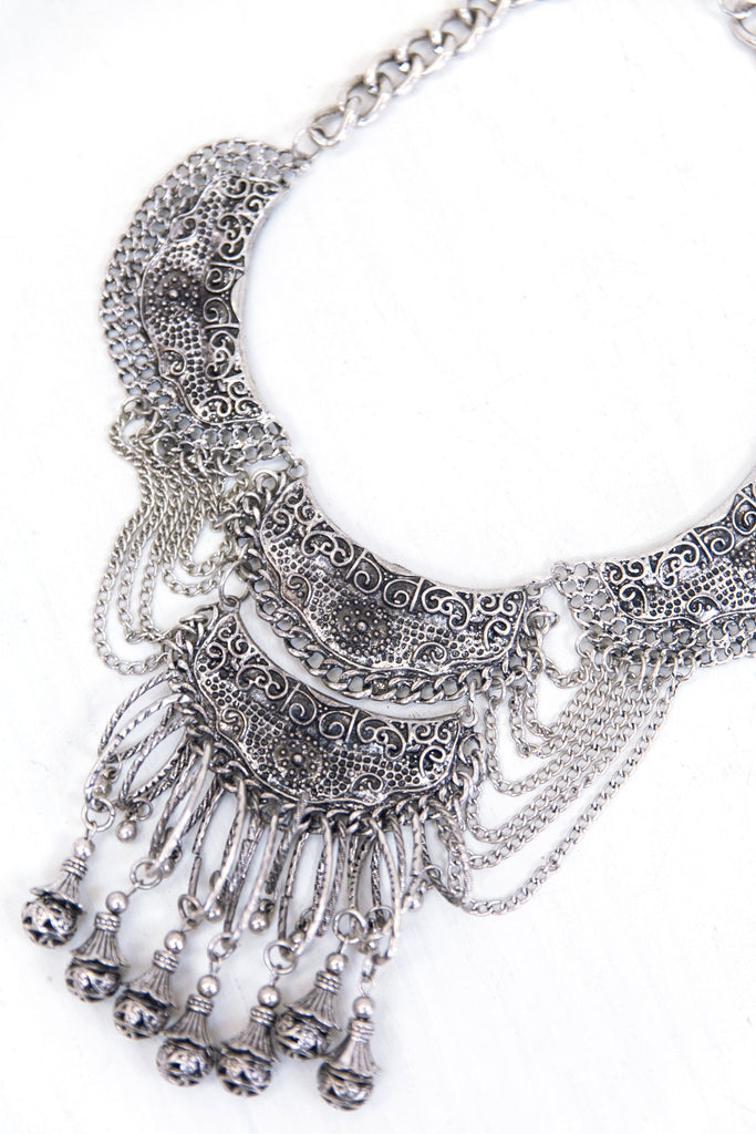 Greulon Metal Detailed Necklace