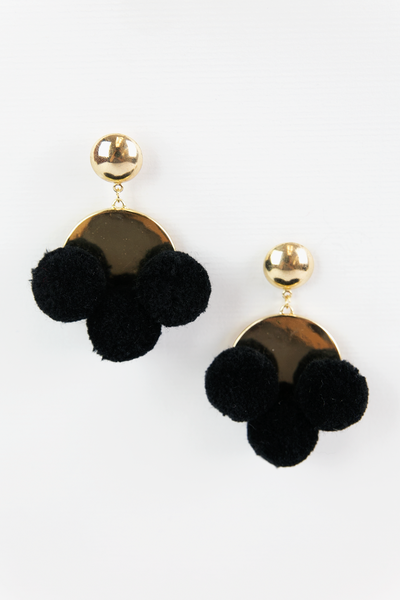 Between Pom Poms Earrings - Black