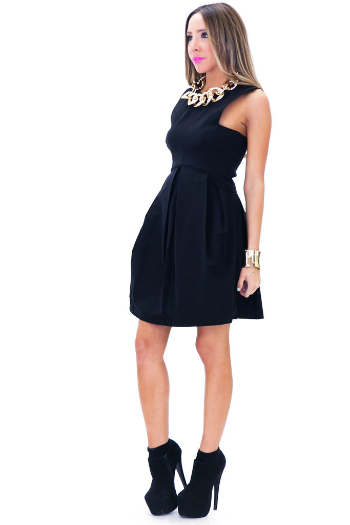 BENNIT SLEEVELESS FLARED DRESS