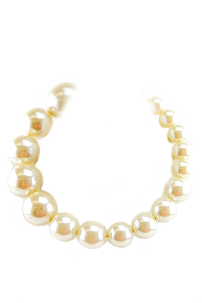 LARGE PEARLS NECKLACE