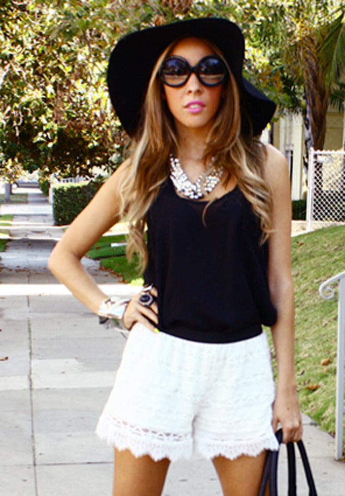 OLIVIA LACE SHORTS - White