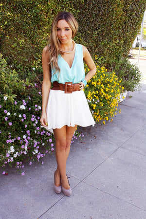 TILLI SLEEVELESS V BLOUSE - Mint - Haute & Rebellious