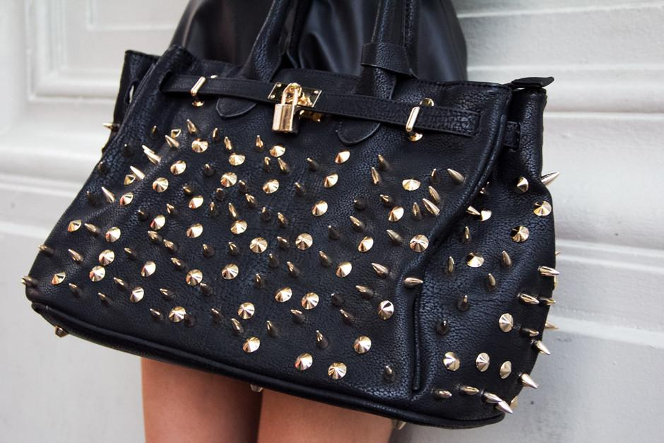 ALL OVER STUDDED BAG - Black/Gold