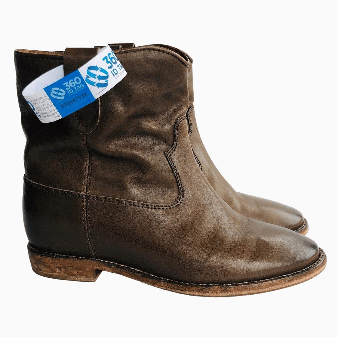 Boots with e-commerce return tag to prevent return fraud like wardrobing, wear and return, counterfeit product switches. 360 ID Tag