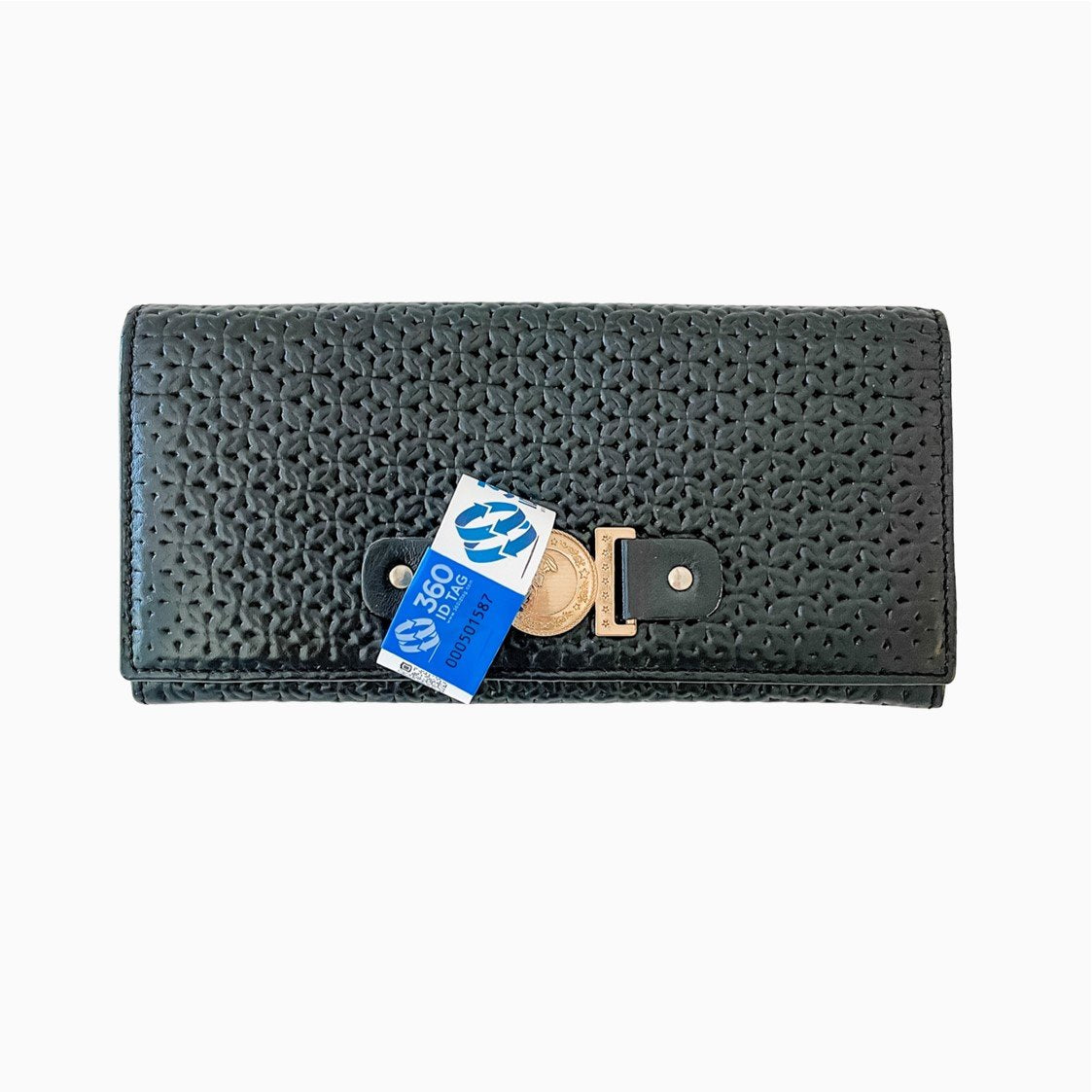 Wallet with e-commerce return tag to prevent return fraud like wardrobing, wear and return, counterfeit product switches. 360 ID Tag