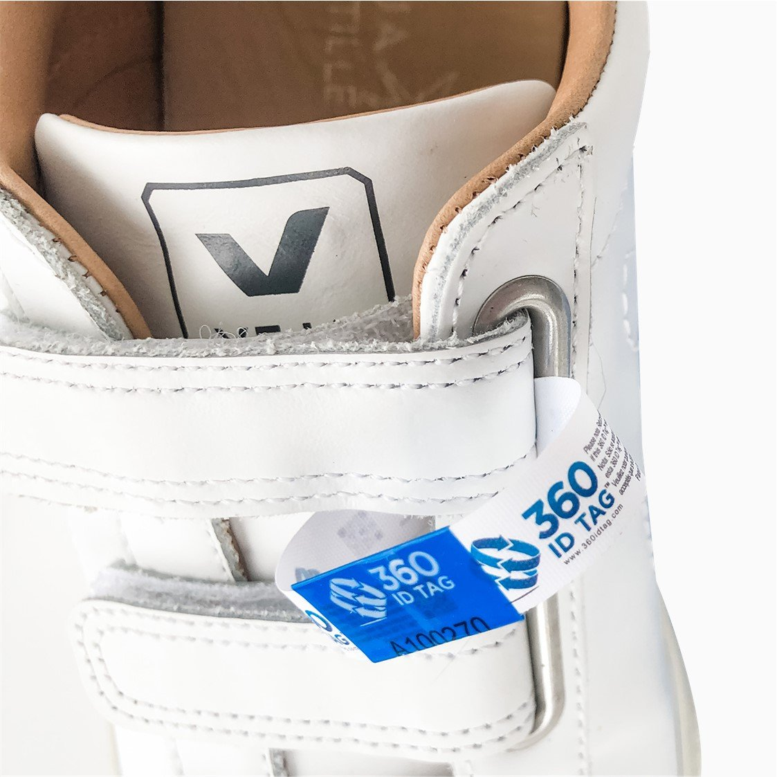 Sneakers with e-commerce return tag to prevent return fraud like wardrobing, wear and return, counterfeit product switches. 360 ID Tag