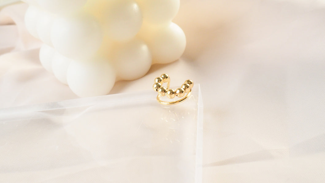 Cath Dotted Earcuff