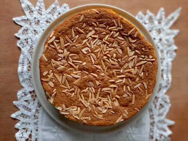 Saffron, almonds & orange cake recipe by highly acclaimed chef Kara Mallia. Quick and simple, but absolutely delicious. Buy your organic red saffron threads and start baking!