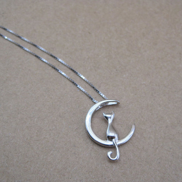 Stargazer Cat Moon Necklace In Silver