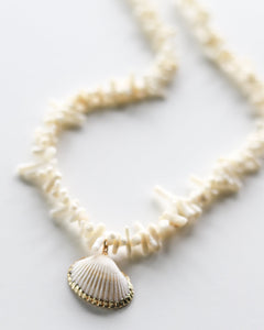 CORAL CHIP SEASHELL PENDANT NECKLACE