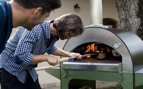 The ALFA 4 PIZZE Wood Fired Outdoor Pizza Oven allows to cook 4 pizzas at a time, a real party pleaser!