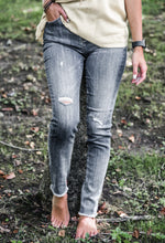 Load image into Gallery viewer, High waist raw hem skinny jean