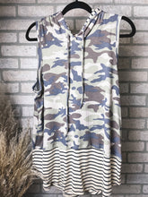 Load image into Gallery viewer, Camo sleeveless hoodie