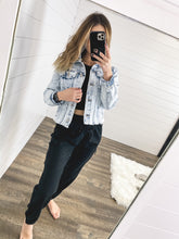 Load image into Gallery viewer, Kan Can Fray Hem Denim Jacket