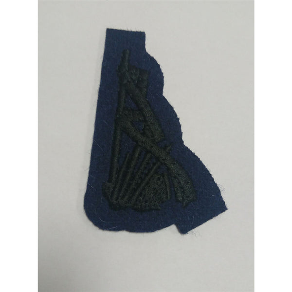 QOGLR - Pipers Badge - No2 - Black on blue