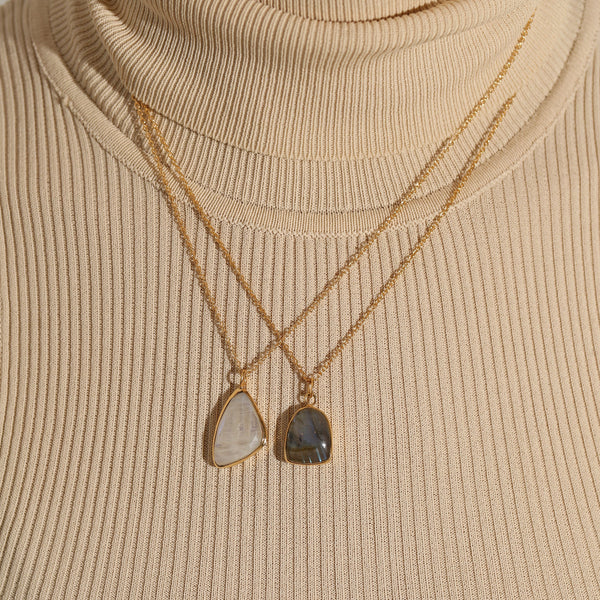 THE LABRADORITE PENDANT NECKLACE