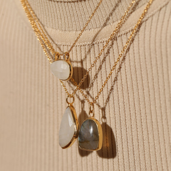 THE LUNA OVAL PENDANT NECKLACE