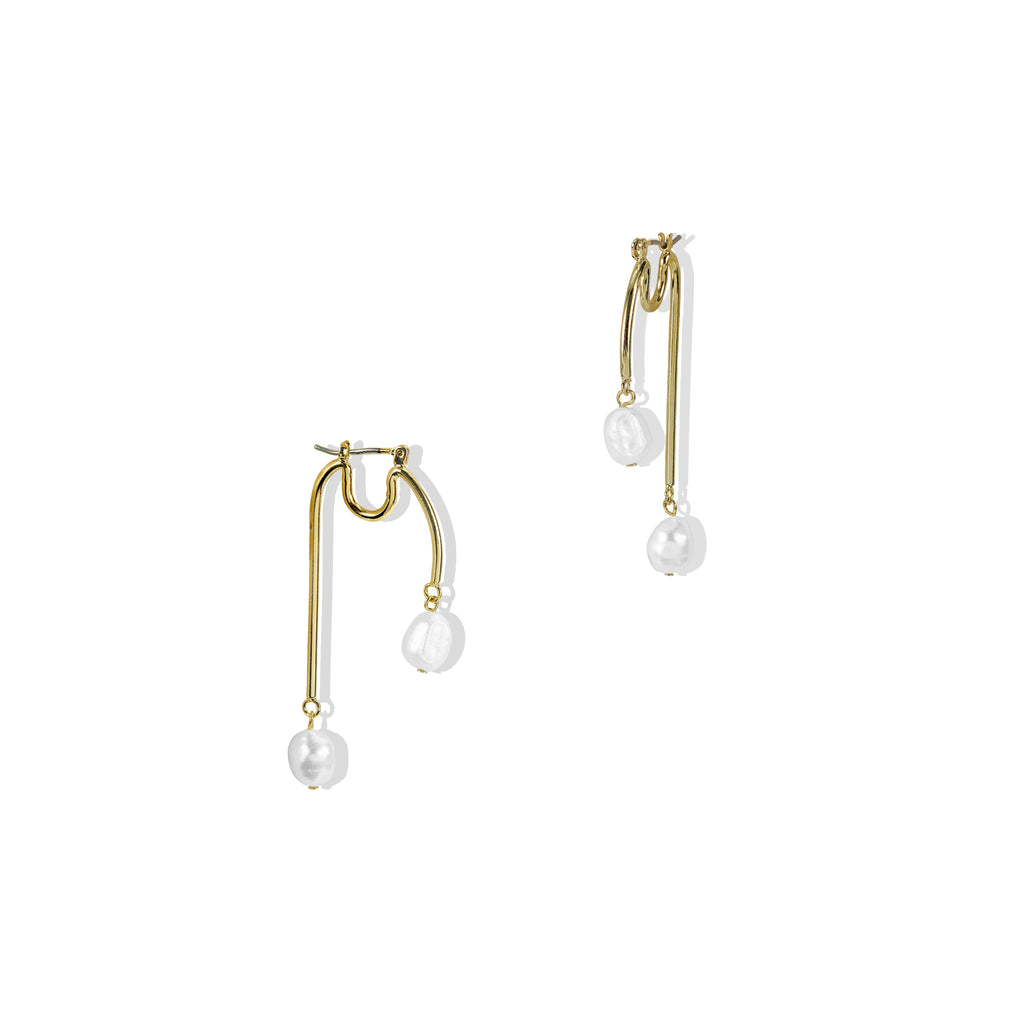 THE NORA PEARL DROP EARRING