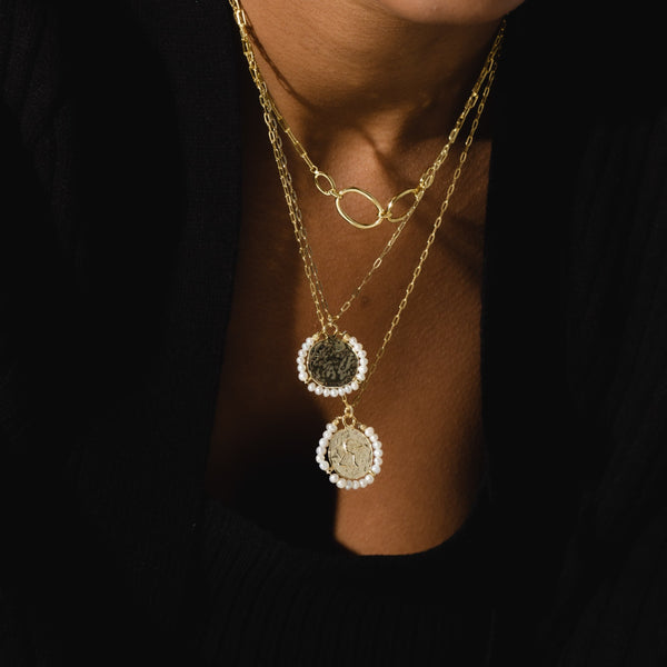 THE HAMMERED PEARL PENDANT NECKLACE