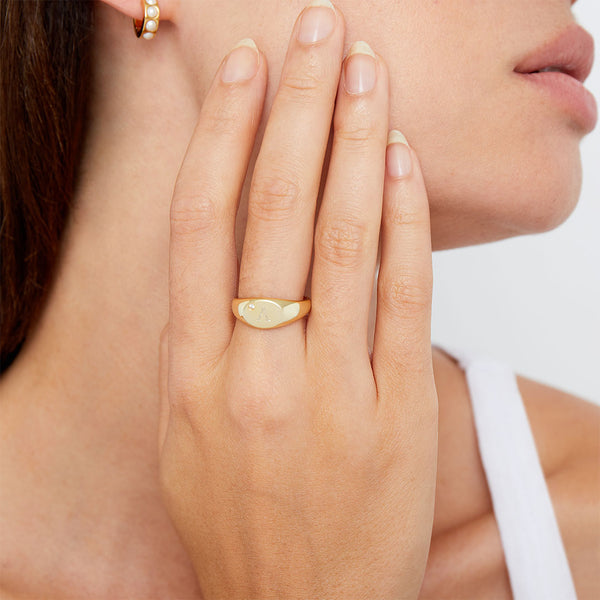 THE PERSONALIZED SIMPLICITY SIGNET RING