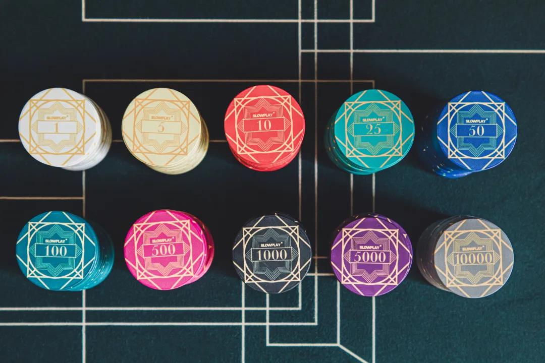 Vivid colors inspired by Art Deco style are adopted in SLOWPLAY's ACES Poker Chips
