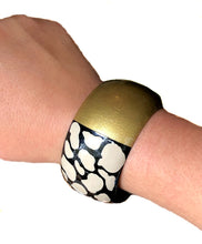 Load image into Gallery viewer, Wide Bangle - Linen + Black Print