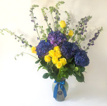 Load image into Gallery viewer, Centerpiece made of Yellow Roses and Blue Hydrangeas