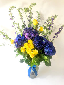 Centerpiece made of Yellow Roses and Blue Hydrangeas