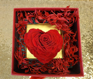Red Heart Box 001-Shaped Preserved Rose