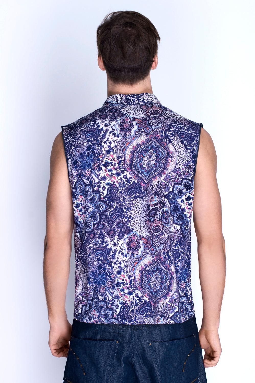 BONSAI SLEEVELESS SHIRT