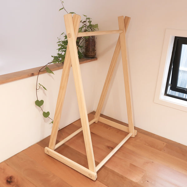 Medium Clothes Rack - variantspaces.com