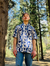 Male model wearing Multicolor the 80s vintage shirt with relaxed fit