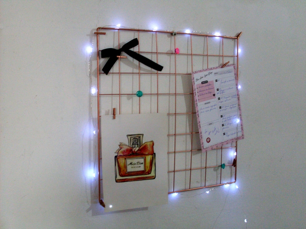 Memory board 40x40cm +fio de led + mini pregadores - Flavia do C S Toledo