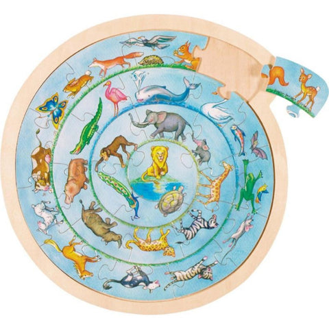 A unique spiral puzzle, where one animal follows the other until they reach the King of the Jungle in the centre. The puzzle features 32 animals including a lion, elephant, giraffe, flamingo, fox, turtle, whale, frog and butterfly.