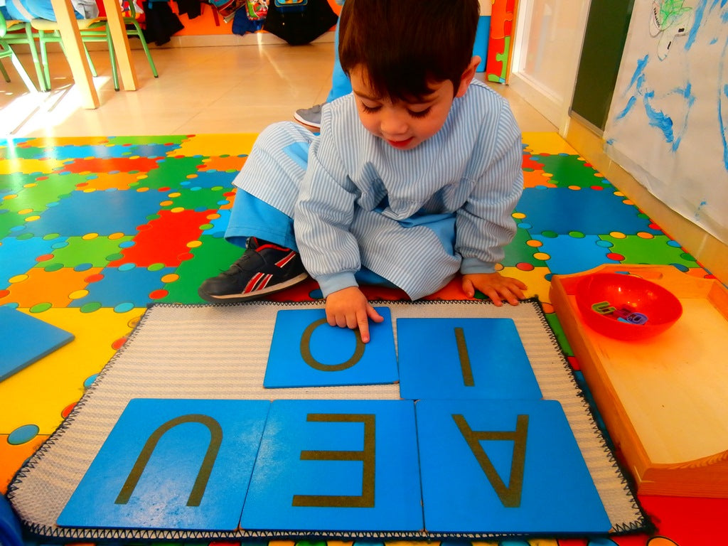 Relationship between Montessori Method and early stimulation