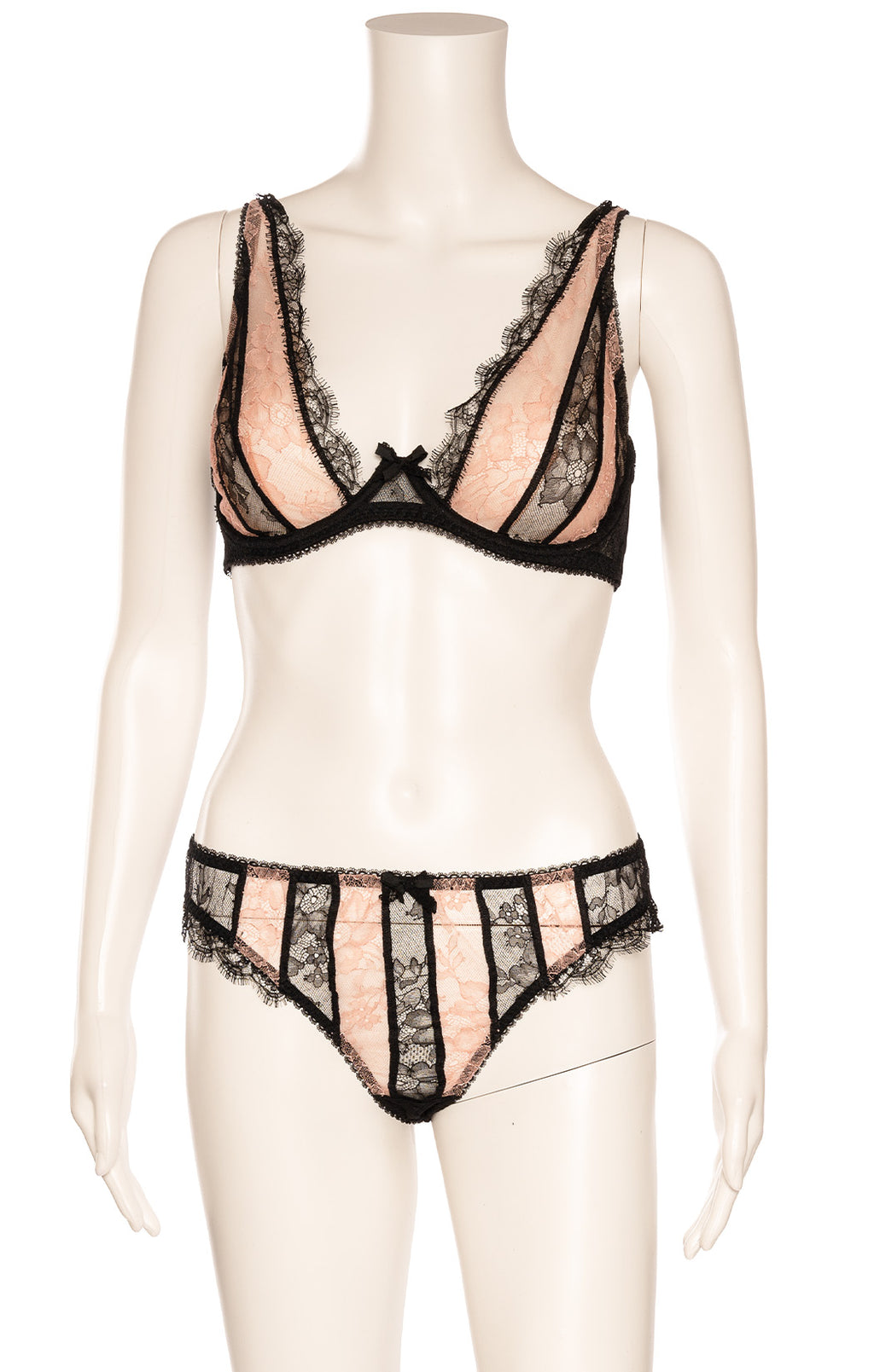 AGENT PROVOCATEUR with tags  Bra and matching panty Size: Bra - 36 D, panty - Large