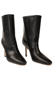 Front view of STUART WEITZMAN  Boots Size: 5